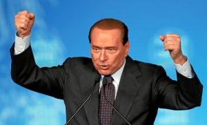 Silvio-Berlusconi-parla-a-un-comizio