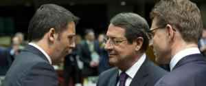 Italy Prime Minister Matteo Renzi (L) and President of the European Central Bank (ECB) Mario Draghi at the start of spring European head of states Summit at EU council headquaters in Brussels, Belgium, 20 March 2014.  ANSA/UFFICIO STAMPA PALAZZO CHIGI/FILIPPO ATTILI +++EDITORIAL USE ONLY - NO SALES+++