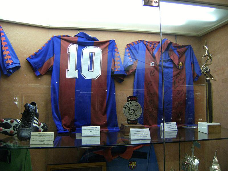 800px-Maradona_Barcelona_shirt
